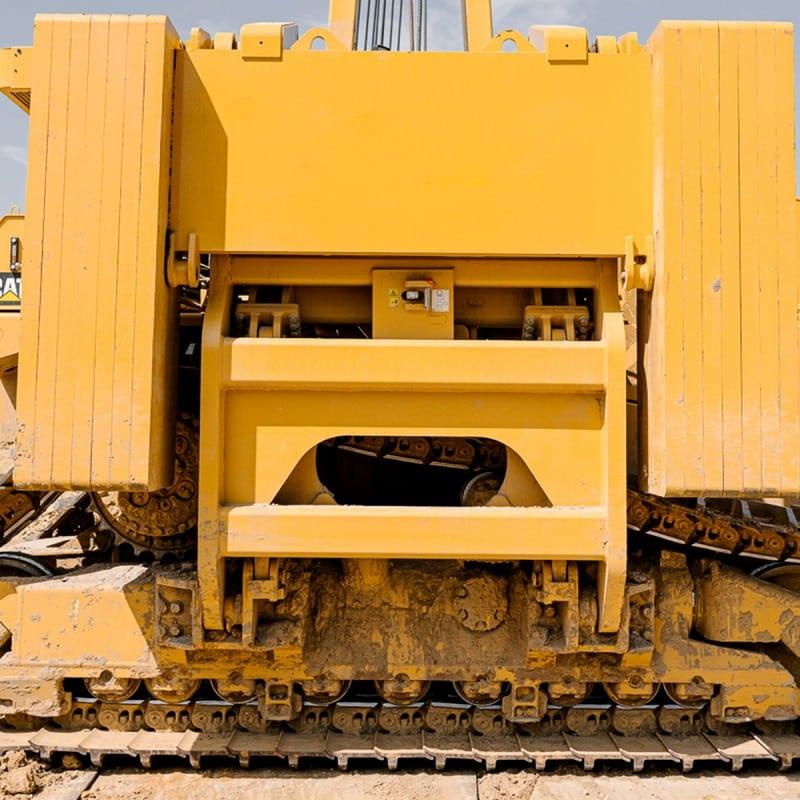Gelbe Baumaschine in Baugrube