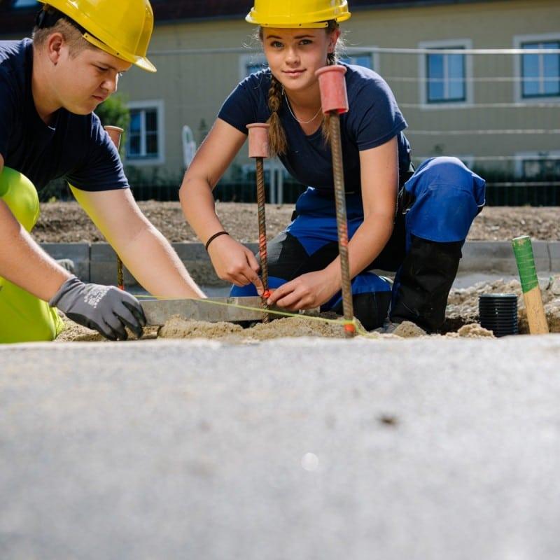 Lehre: Junge Menschen bei der Arbeit