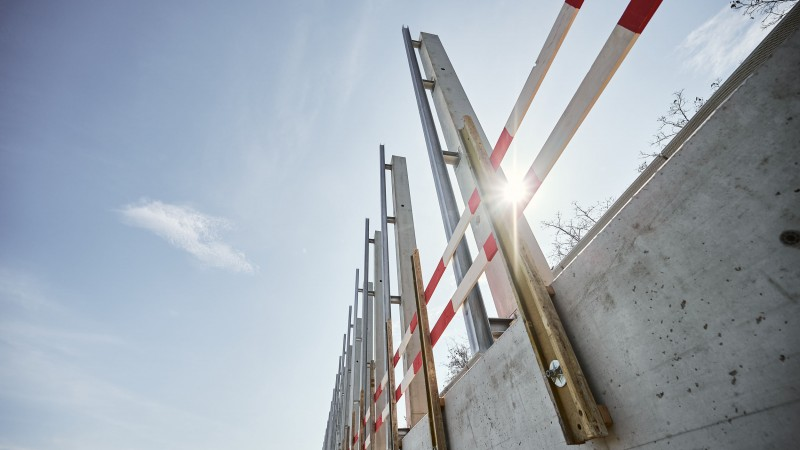 Höchste Lärmschutzwand Österreichs in Wr. Neudorf © MW-Architekturfotografie